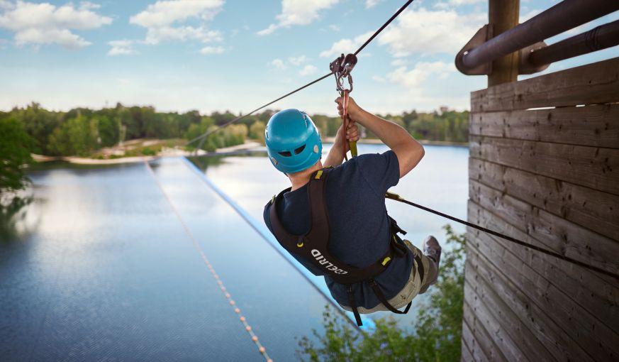 Adrenalin pur: Seilbahn über den Center Parcs See